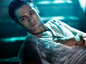 Douglas Booth, pin-up