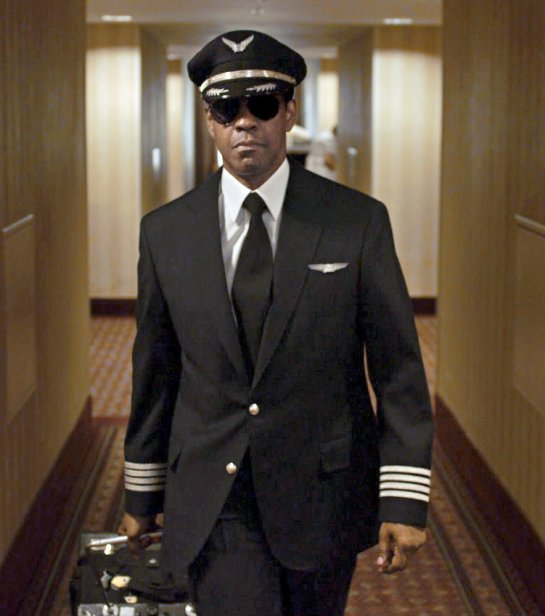 Denzel Washington shines in Flight review trailer2