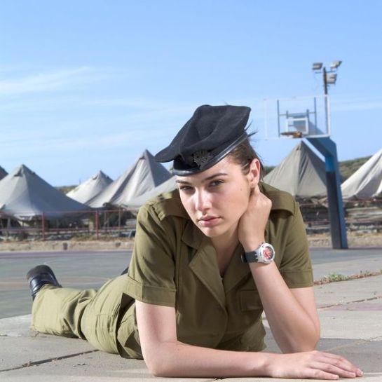 Gal Gadot soldado da vida real, modelo, e Mulher Maravilha, fotos, trailers